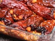 Приготвяне на рецепта Класическа рецепта за пълнени постни червени сушени чушки с боб на фурна